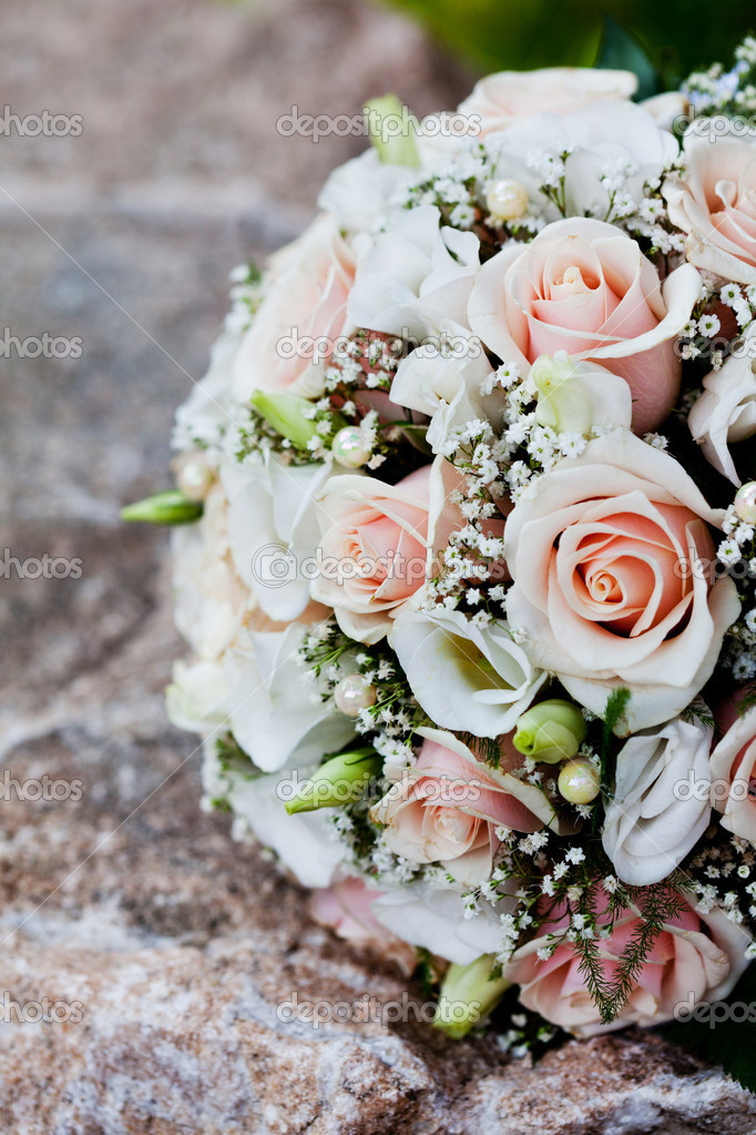 Wedding bouquet from pink roses — Stock Photo #6767649