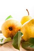 Perzik geïsoleerd — Stockfoto