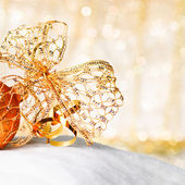 Gold Christmas ball and bow — Stock Photo