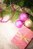 Roze en gouden kerstversiering — Stockfoto