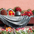 Wreaths at a monument to the Unknown soldier at the Kremlin wall in Moscow. — Stock Photo