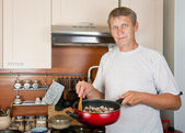 Mature man makes to itself a supper — Stock Photo