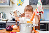 Little girl helps to make a dinner — Stock fotografie