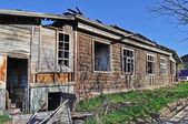 Stary opuszczony barrack drewniane — Zdjęcie stockowe