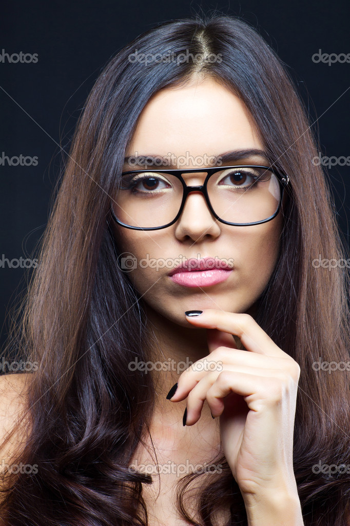 Brunette attractive girl wearing glasses, close up studio shot — Stock Photo #7516871