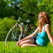 Woman and bike — Stockfoto