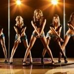 fünf Frauen zeigen — Stockfoto