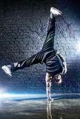 Young strong man break dance — Stock Photo
