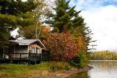 Vakantiehuis op de lake, canada — Stockfoto
