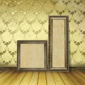 Houten frames in de oude kamer met de voormalige luxe blijft — Stockfoto