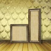 Marcos de madera en la antigua sala con el lujo de restos antiguos — Foto de Stock