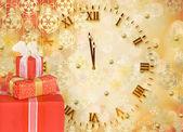 Urlaub geschenk-boxen mit bögen und bändern auf die hellen geschmückt — Stockfoto