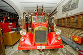 Old fire-engine vehicle — Stock Photo