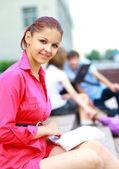 Güzel genç kız öğrencinin portresi — Stok fotoğraf