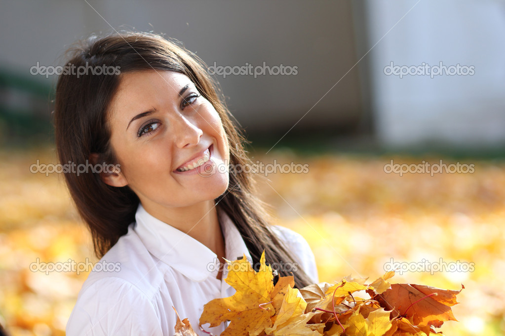 Young beautiful girl with a bouquet of maple leaves — Stock Photo #7154223
