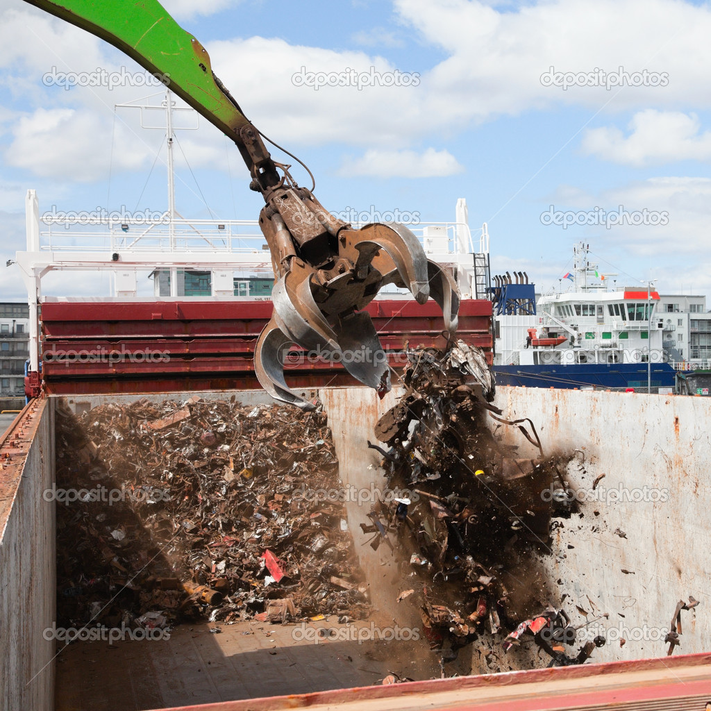 Crane Loading cargo Ship With Recycling Steel, Galway docks — Stock Photo #6844223