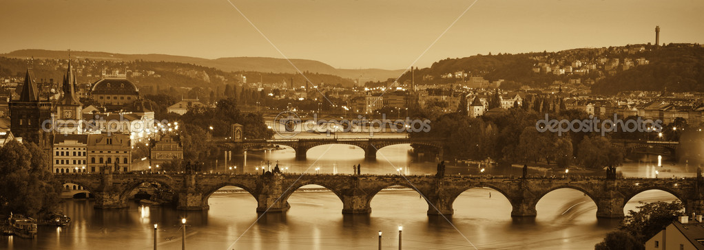 View at The Charles Bridge  and Vltava river in Prague in dusk — Stock Photo #7164180