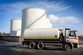 Samochód ciężarowy ze zbiornikiem paliwa — Zdjęcie stockowe