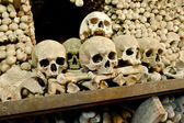 Skulls and bones in the bone chapel in Kutna Hora, Czech Republic — Foto de Stock