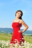 Flicka i röd klänning — Stockfoto