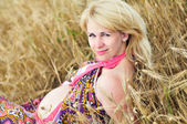 Pregnant woman in field — Stock Photo