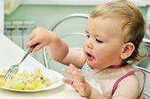 Dítě s vidličkou — Stock fotografie