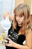 Teen girl on the kitchen — Stock Photo