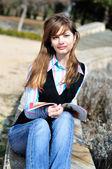 Reading teen girl — Fotografia Stock