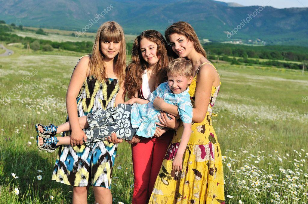 три девчонки на одного
