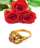 Roses and golden ring — Stock Photo