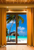 Hotel room and beach landscape — 图库照片