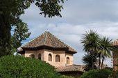 Tetto del palazzo dell'alhambra, visto dai giardini di alhambra — Foto Stock