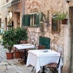 Street café i gamla staden rovinj — Stockfoto