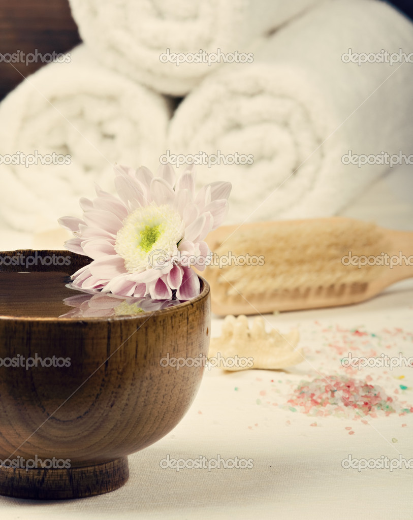 Spa setting with towels. Toned image — Stock Photo #7759945