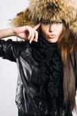Beautiful lady in fur cap — Stockfoto