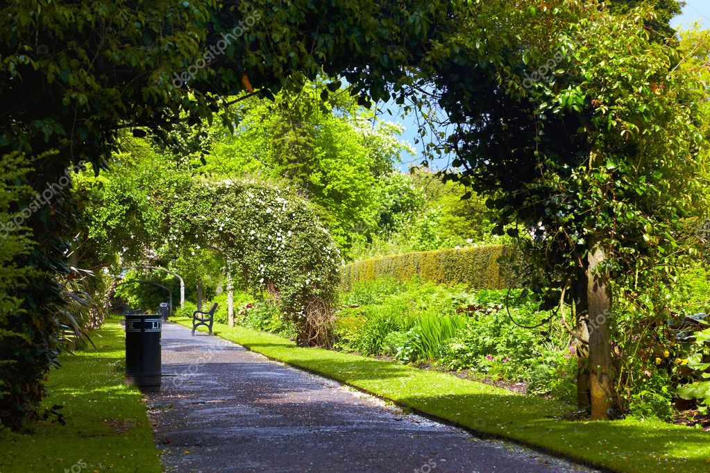 Alley in Belfast Botanic Gardens, Northern Ireland — Stock Photo #6746154
