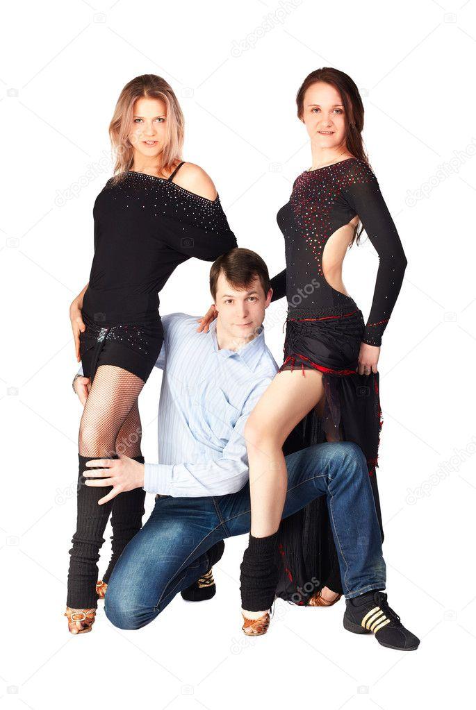 Фото две девушки один парень