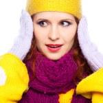 vacker flicka i varma kläder — Stockfoto