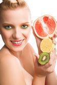 Mulher com frutas — Fotografia Stock