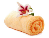 Lily and towel — Stock Photo