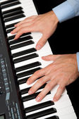 Hands playing the piano — Stockfoto