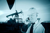 Worker in an Oil field — Stock Photo