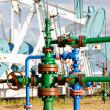 Stockfoto: Oilwell and pump jack.