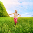 Girl run on green field — Stock Photo