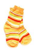 пара ребенка полосатые носки — Стоковое фото