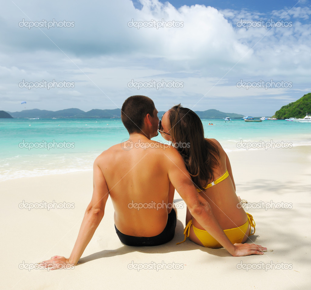 Couple on a tropical beach — Stock Photo #7247494
