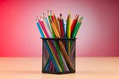 背景上的彩色铅笔 — 图库照片