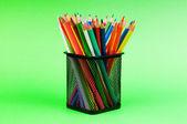 Retour à la notion d'école avec des crayons colorés — Photo