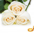 Wedding concept with roses and rings — Stock Photo #6887439