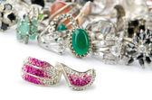 Urval av många dyrbara ringar — Stockfoto